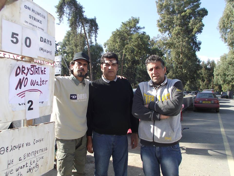 Recognized refugees escalate their hunger strike in front of the Ministry of Interior